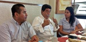 El aspirante a la alcaldía de Coatzacoalcos, Carlos Vasconcelos, la líder del PRI local,Yurixy Matus Padilla, y el regidor Juan Pablo Sosa, regidor.